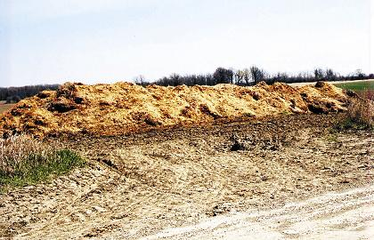 Photo of a temporary field storage for horse manure.