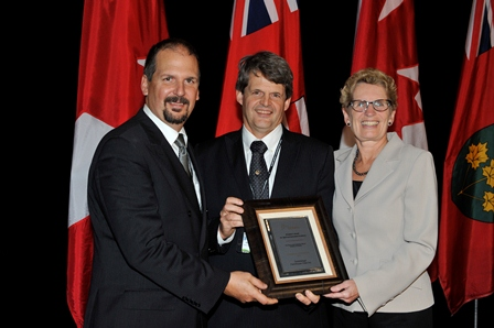 Photo of Gord and Garry Geissberger and Premier Kathleen Wynne
