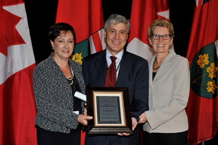Photo Marisa and Len Crispino and Premier Kathleen Wynne